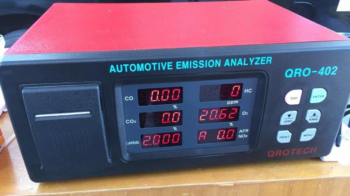 Máy đo khí xả động cơ xăng QRO 402