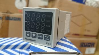 Bộ điều khiển nhiệt độ AKT4111100 ( KT4)