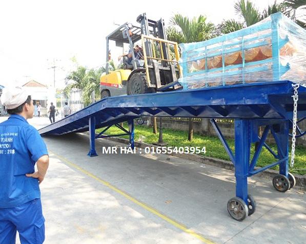 Cầu dẫn xe nâng lên container hay cầu xe nâng là thiết bị gì?