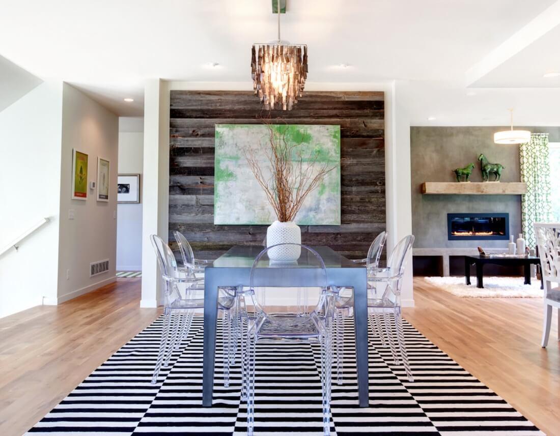 Tường nhấn phong cách rustic cùng vật liệu sàn gỗ trong không gian hiện đại