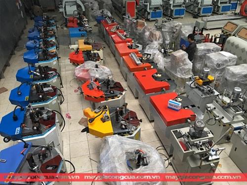 Máy sản xuất cửa nhôm nhựa