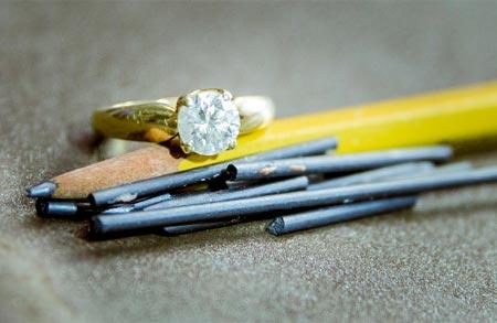 Phát hiện cách biến than chì thành kim cương