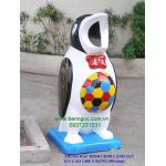thùng rác trang trí hình chim cánh cụt