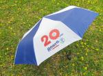 Quảng cáo ở bãi biển với ô dù