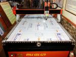 Máy CNC 1325 cắt vách ngăn, máy CNC chạm khắc gỗ.