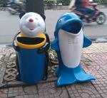 Thùng rác hình cá heo giá bao nhiêu