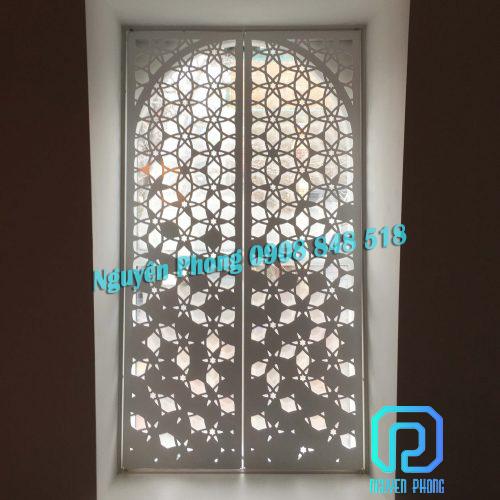 Cửa đi, cửa nhôm kính ốp tấm sắt cắt CNC trang trí đẹp sơn epoxy cao cấp tốt nhất - Nguyên Phong