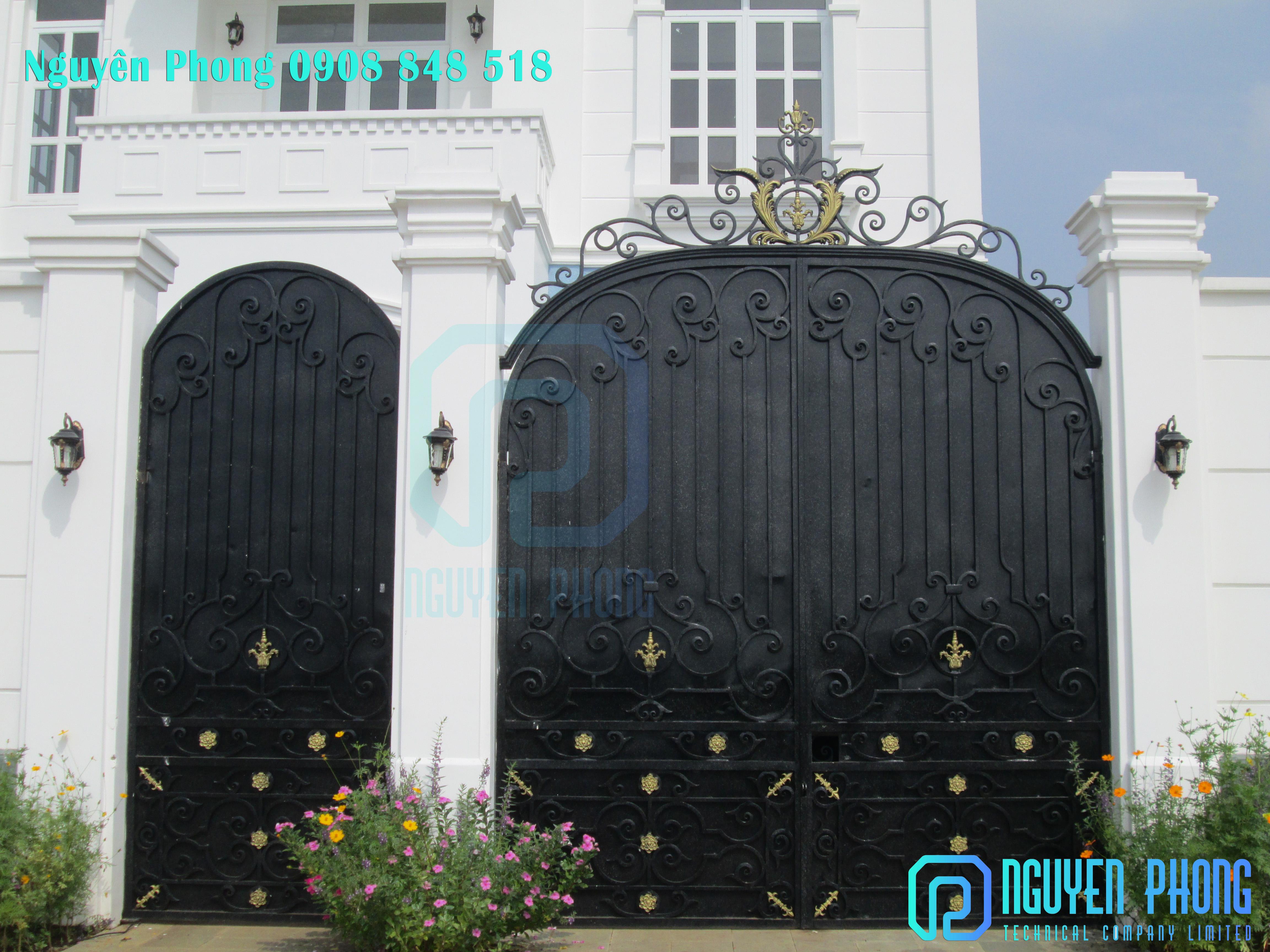 Cửa sắt, cổng sắt uốn nghệ thuật cho biệt thự, nhà phố cổ điển