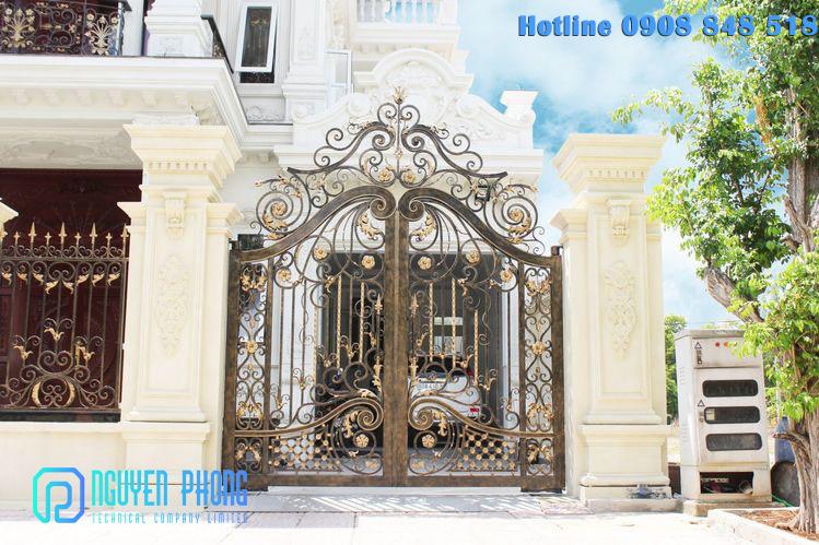 Mẫu cổng, cửa sắt mỹ thuật đẹp đẳng cấp cho biệt thự, villa cao cấp, giá tốt nhất 2020