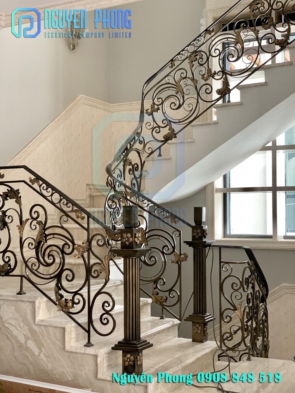 Thiết kế, gia công, thi công cầu thang sắt uốn cho biệt thự, nhà phố sang trọng, đẳng cấp