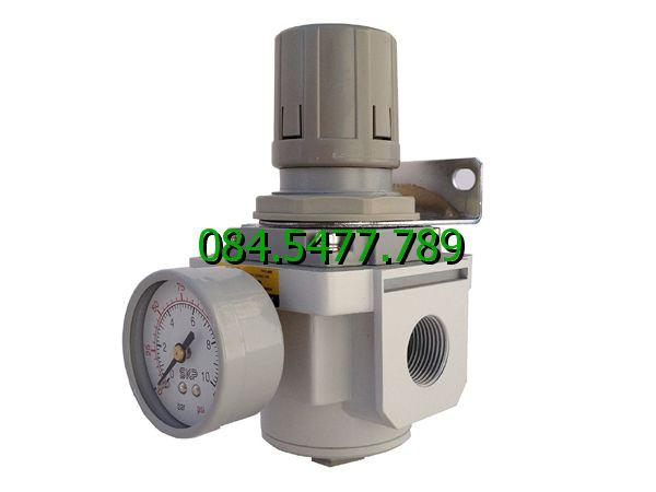 Bộ điều chỉnh áp suất khí nén SAR2000M-02BG