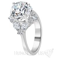 Nhẫn kim cương đeo giữa ngón tay mới lạ độc đáo