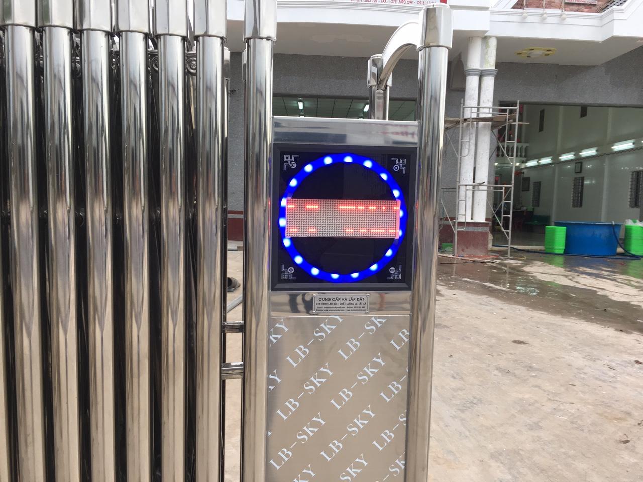 Cổng xếp tự động giá rẻ, cổng xếp inox -0913183440