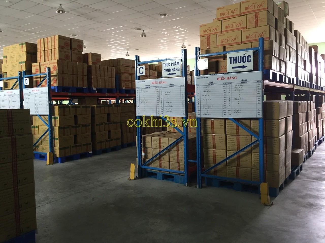 Tìm hiểu mẫu kệ để hàng hạng nặng trong nhà kho