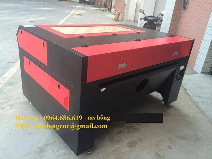 Máy laser 1390 cắt mica, máy laser cắt quảng cáo khổ lớn