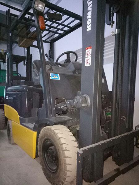 Xe nâng điện cũ Komatsu ngồi lái giá rẻ TP.HCM