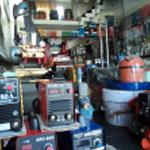 máy cắt cỏ dùng cước sài ắc quy , máy cắt cỏ xe đẩy động cơ xăng , máy hút gom lá , máy thổi lá , Máy cưa gỗ, dùng xăng giá 1.900.000đ , máy cưa cây, dùng điện giá 1.620.000đ